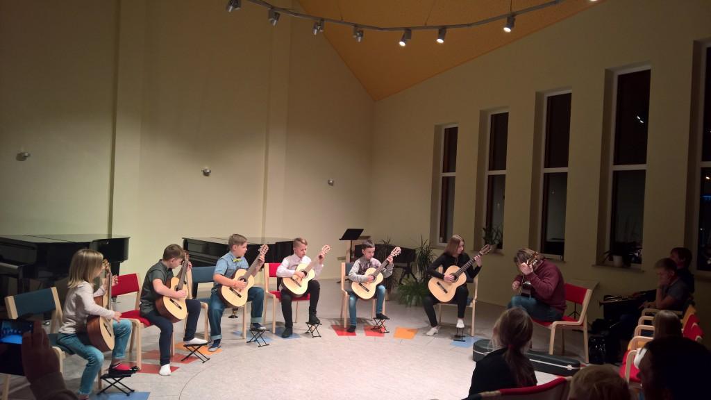Nõo Muusikakooli kitarriõpilased